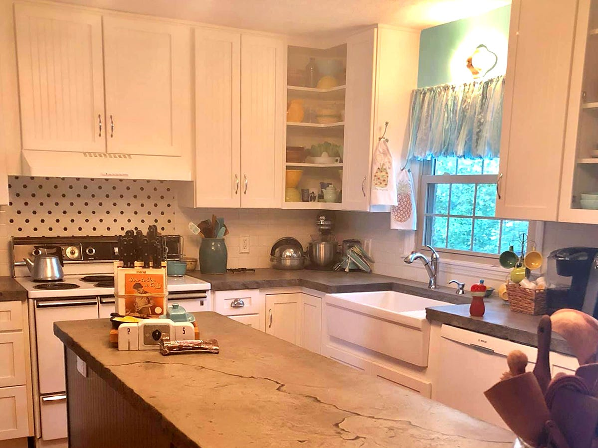 Kathleen Walter's new retro 1950s kitchen offers a unique glimpse back in time.