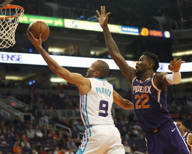 Charlotte Hornets guard Tony Parker (9) lays the ball in past Phoenix Suns center Deandre Ayton (22) during the fourth quarter in Phoenix January 6, 2019.
