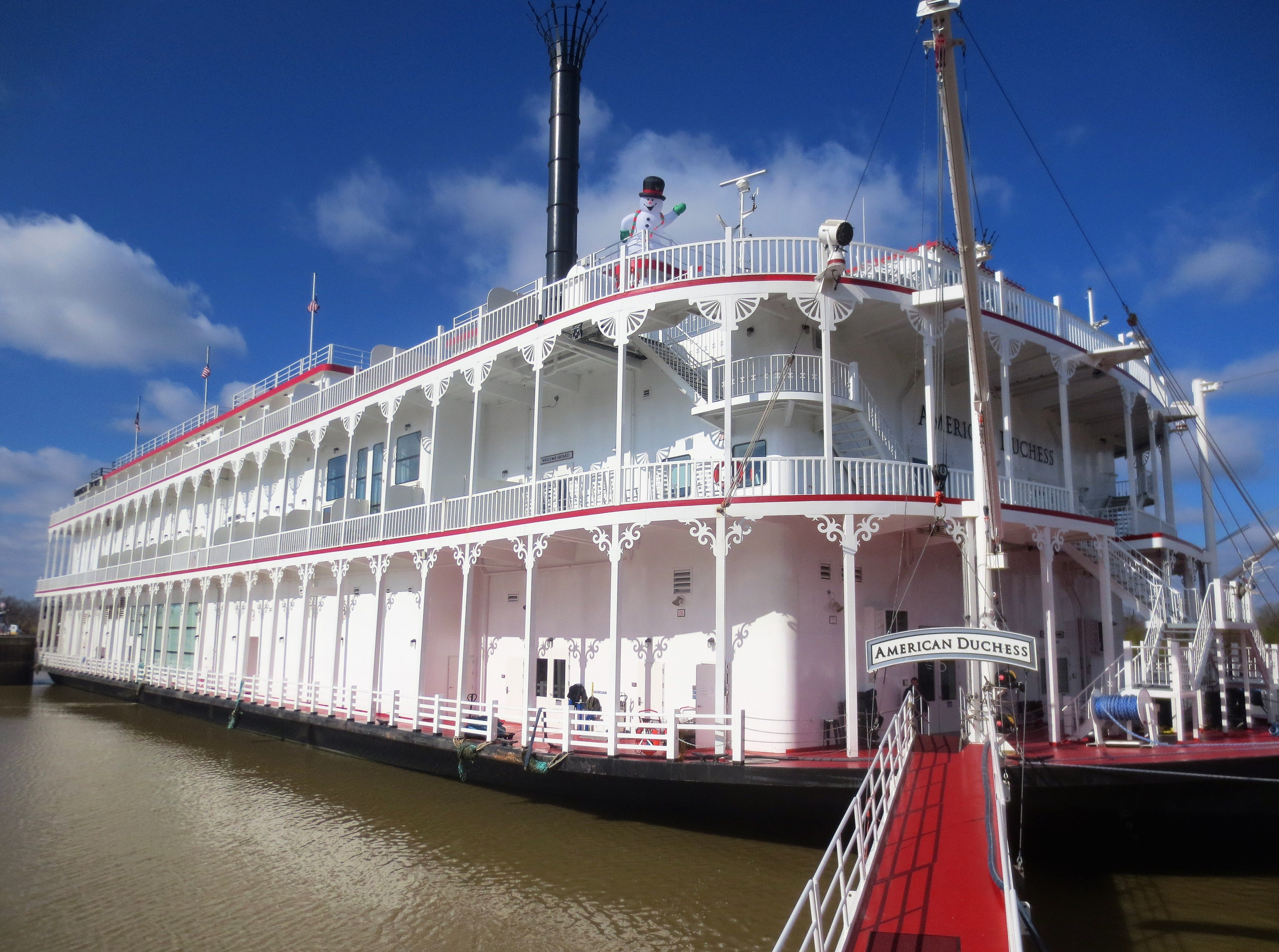 Exploring antebellum history on a Mississippi River cruise