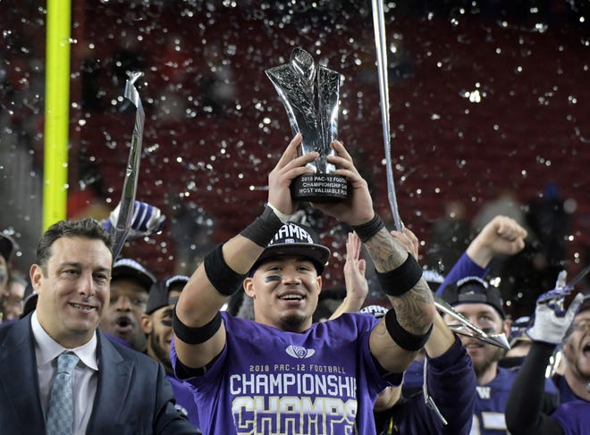 Washington Huskies defensive back Byron Murphy (1) poses with the most valuable player trophy after  the 2018 Pac-12 Championship against the Utah Utes at Levi's Stadium.