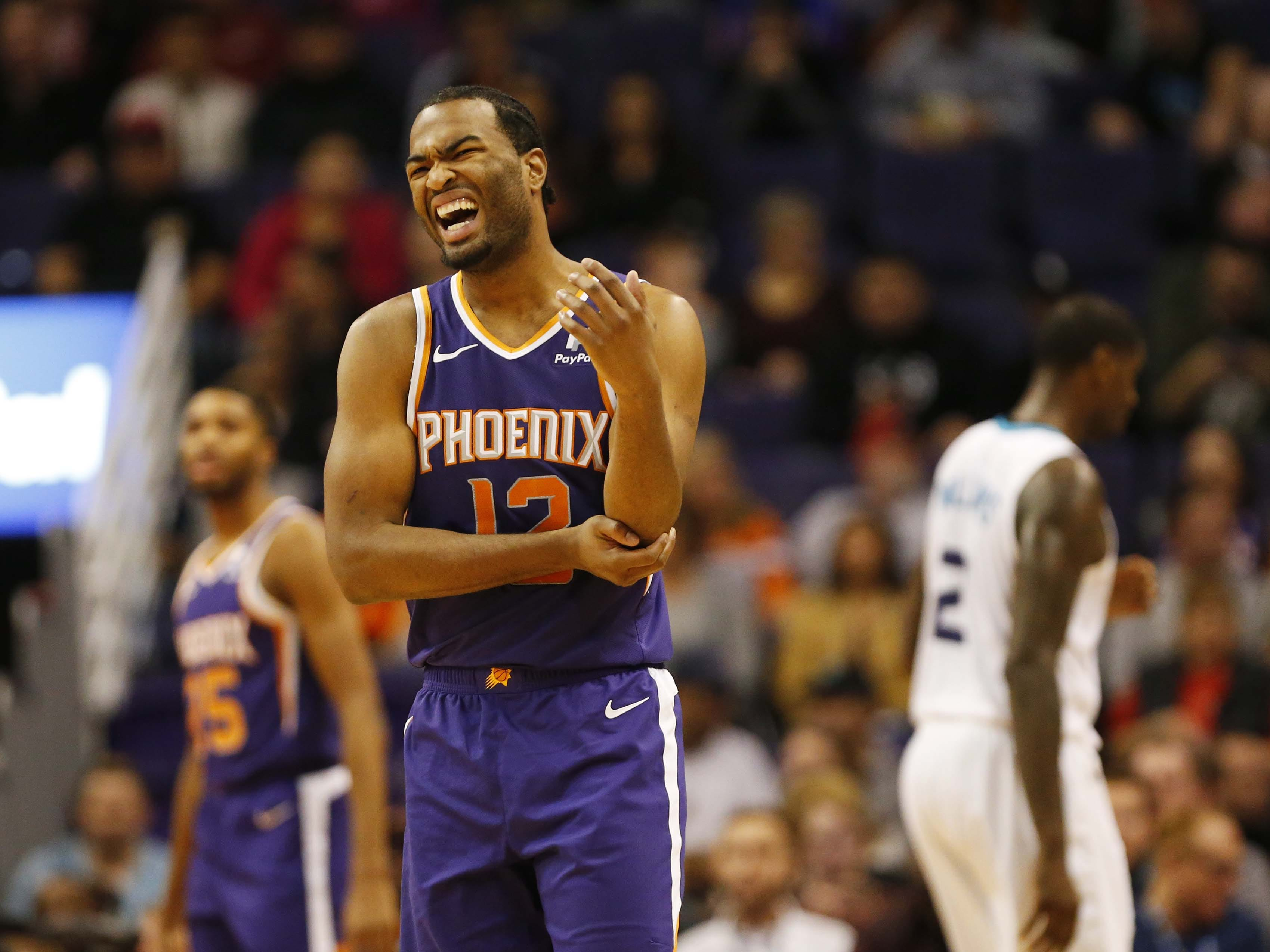 Phoenix Suns forward T.J. Warren (12) grabs his arm during the second quarter against the Charlotte Hornets in Phoenix January 6, 2019.