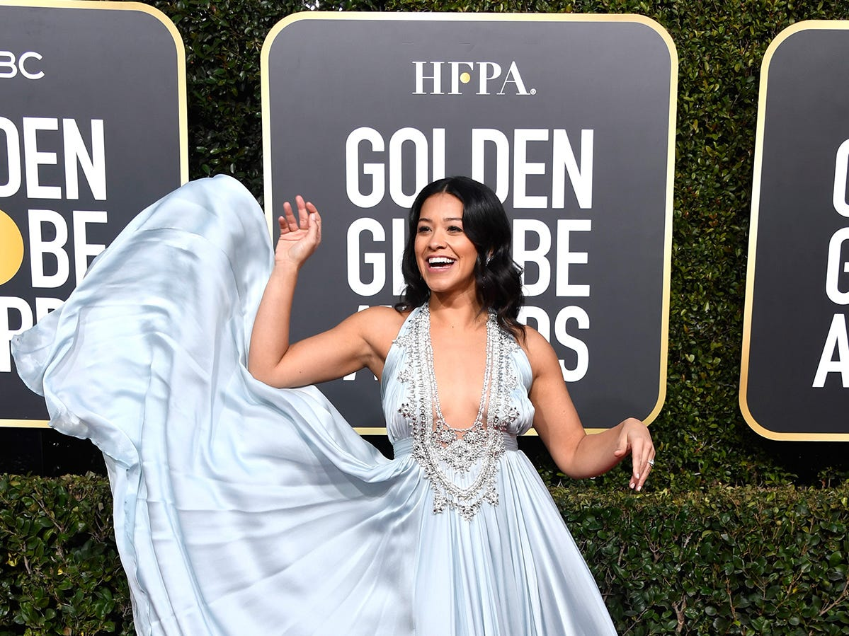 Gina Rodriguez asiste a la 76ª entrega anual de los Globos de Oro en el Beverly Hilton Hotel el 6 de enero de 2019 en Beverly Hills, California.