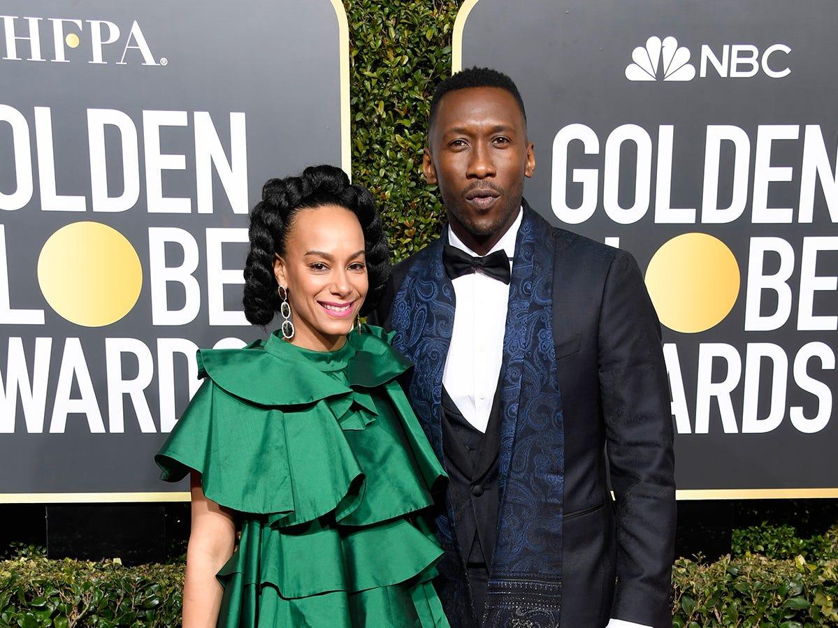 Amatus Sami-Karim (izq) y Mahershala Ali asisten a la 76ª entrega anual de los Globos de Oro en el Beverly Hilton Hotel el 6 de enero de 2019 en Beverly Hills, California.