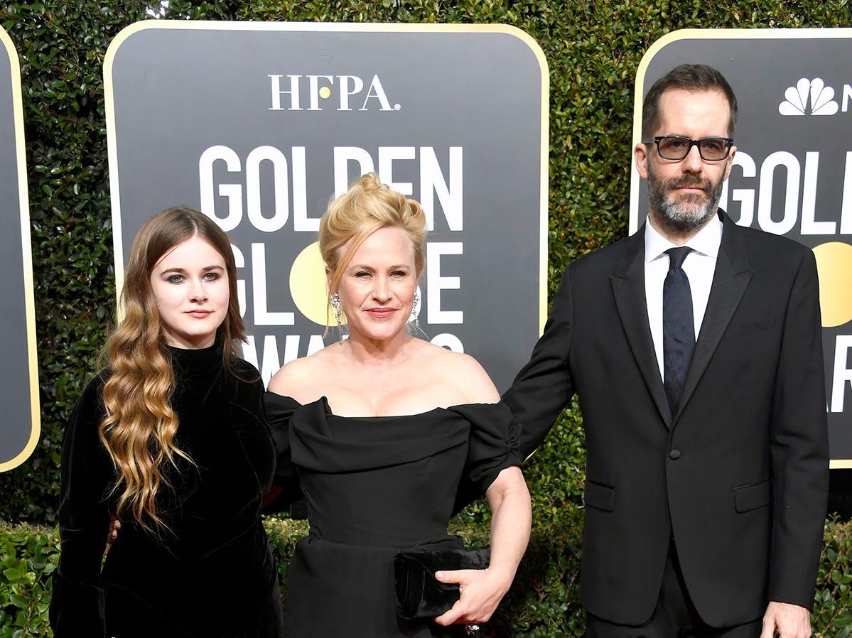 Harlow Jane, Patricia Arquette, y Eric White asisten a la 76ª entrega anual de los Globos de Oro en el Beverly Hilton Hotel el 6 de enero de 2019 en Beverly Hills, California.