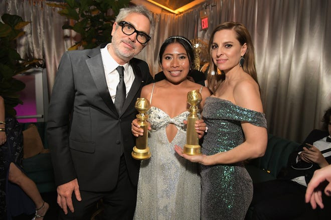 Alfonso Cuarón, Yalitza Aparicio y Marina De Tavira asisten a la fiesta de los Globos de Oro de Netflix 2019 el 6 de enero de 2019 en Los Ángeles, California.
