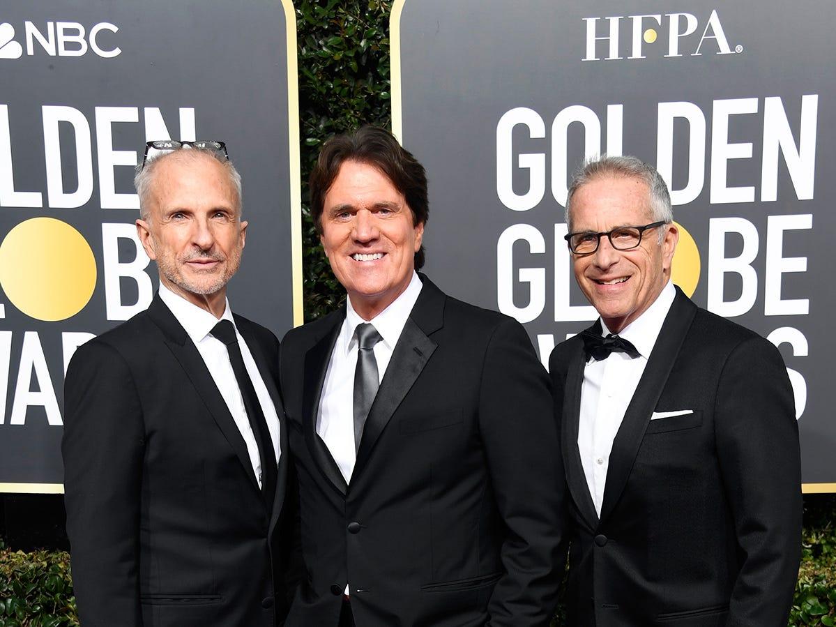 (De izq a der) John DeLuca, Rob Marshall, y Marc E. Platt asisten a la 76ª entrega anual de los Globos de Oro en el Beverly Hilton Hotel el 6 de enero de 2019 en Beverly Hills, California.