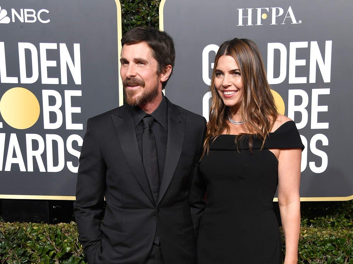 Christian Bale (izq) y Sibi Blazic asiste a la 76ª entrega anual de los Globos de Oro en el Beverly Hilton Hotel el 6 de enero de 2019 en Beverly Hills, California.