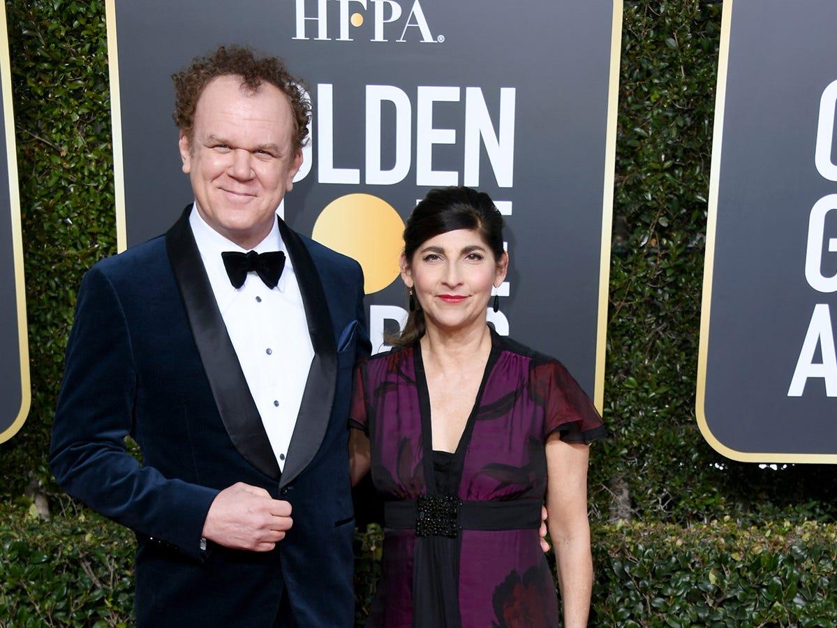 John C.Reilly y Alison Dickey asisten a la 76ª entrega anual de los Globos de Oro en el Beverly Hilton Hotel el 6 de enero de 2019 en Beverly Hills, California.