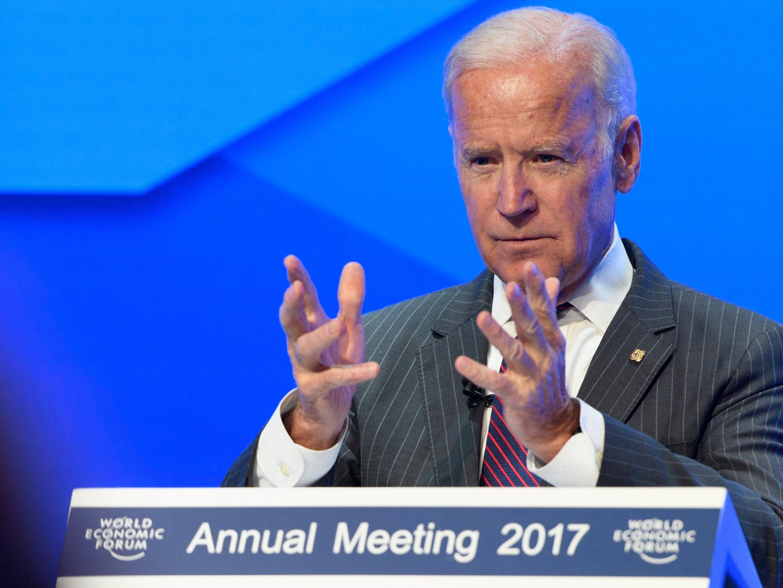 Biden, exvicepresidente de Obama, estudia concurrir a las presidenciales 2020