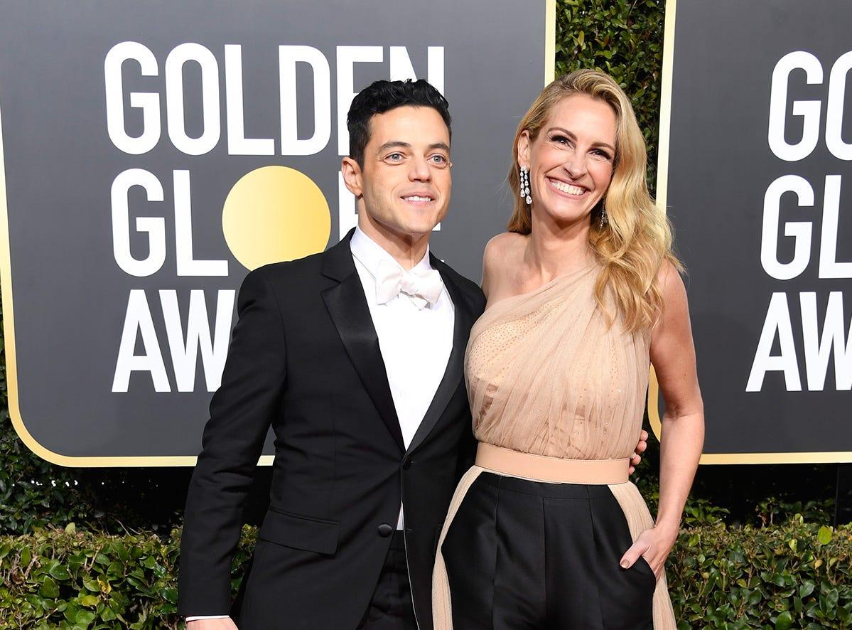 Rami Malek (izq) y Julia Roberts asiste a la 76ª entrega anual de los Globos de Oro en el Beverly Hilton Hotel el 6 de enero de 2019 en Beverly Hills, California.