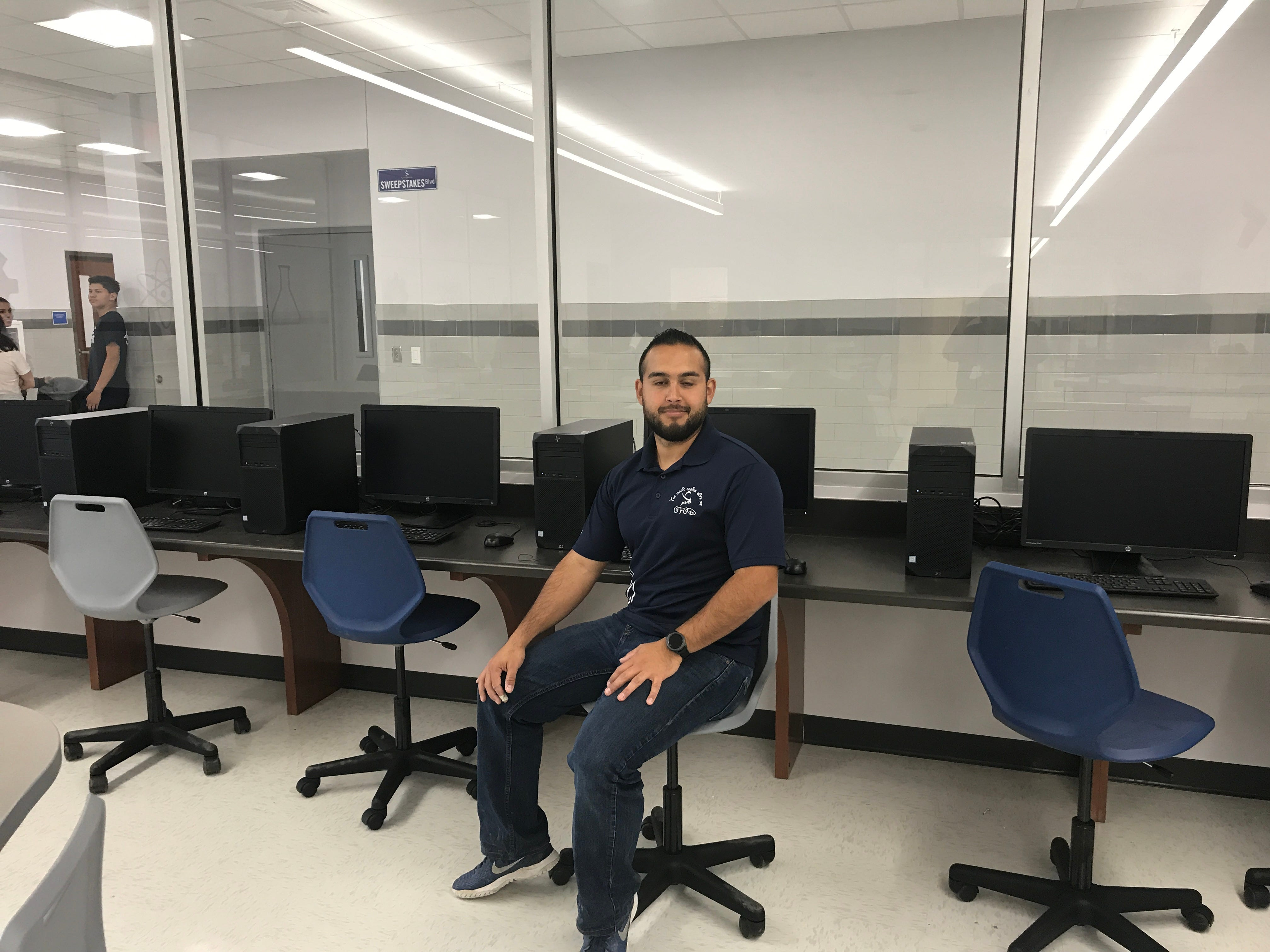 Alejandro Añoveros, a stem teacher, said the Stem classroom give students more freedom to to complete challenges related to their life.