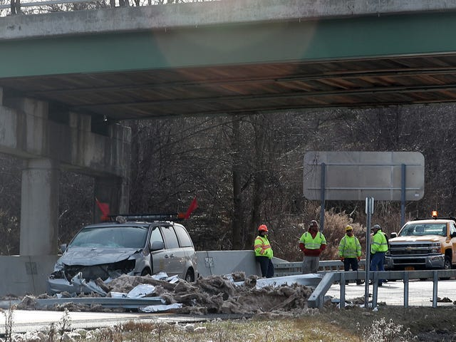 Truck hauling modular building hit overpass, closing I-684 N