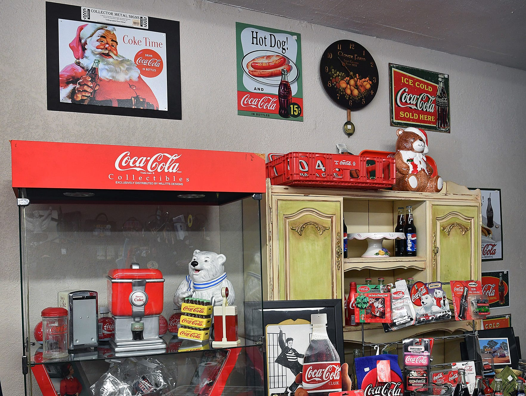 The Elvis Always Gifts and Collectibles store has the largest inventory of Elvis items in Texas and also several pieces for the Coca Cola collector.