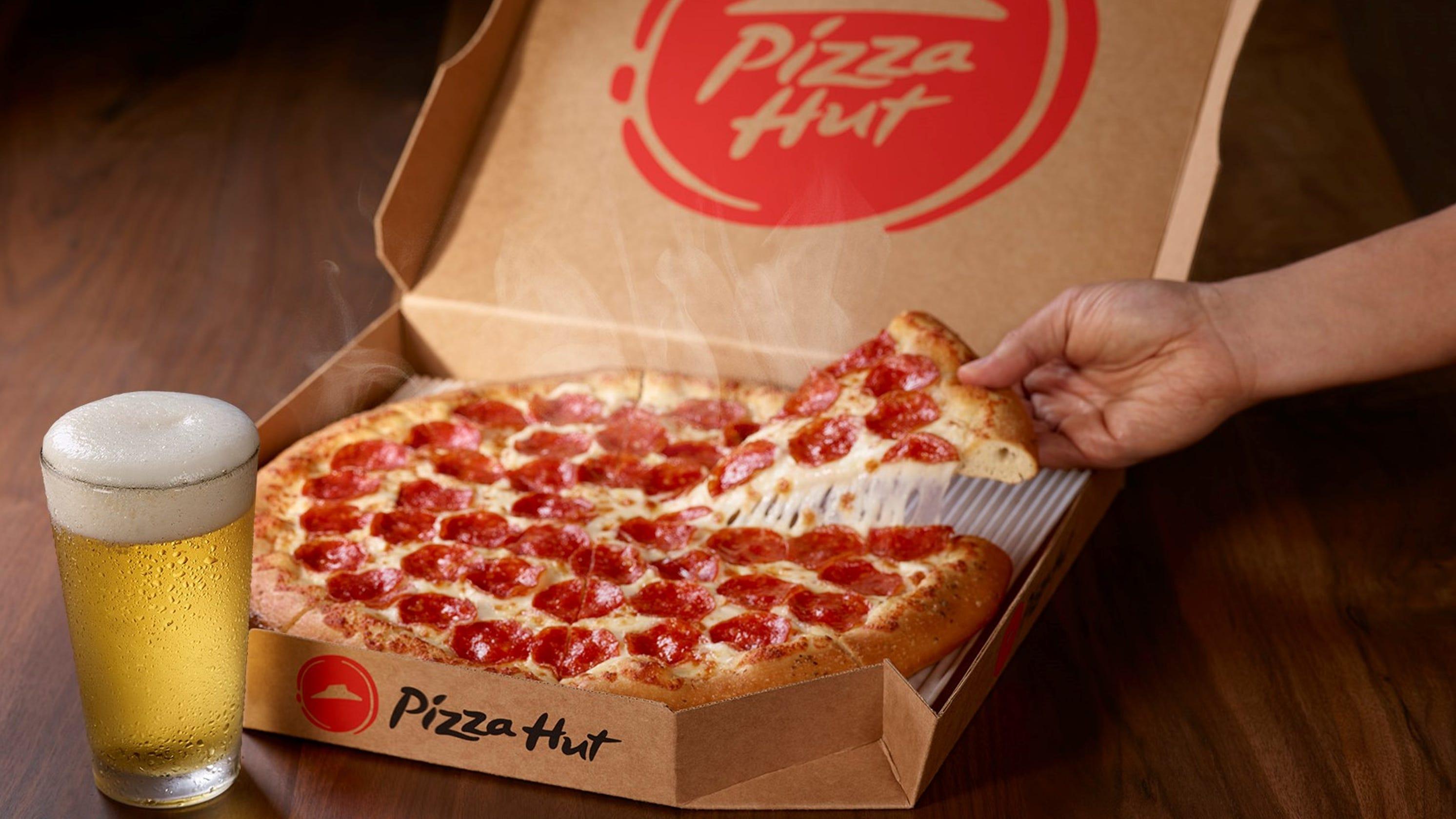 Pizza Hut Hut Gets Into Super Bowl Spirit As New Nfl Sponsor