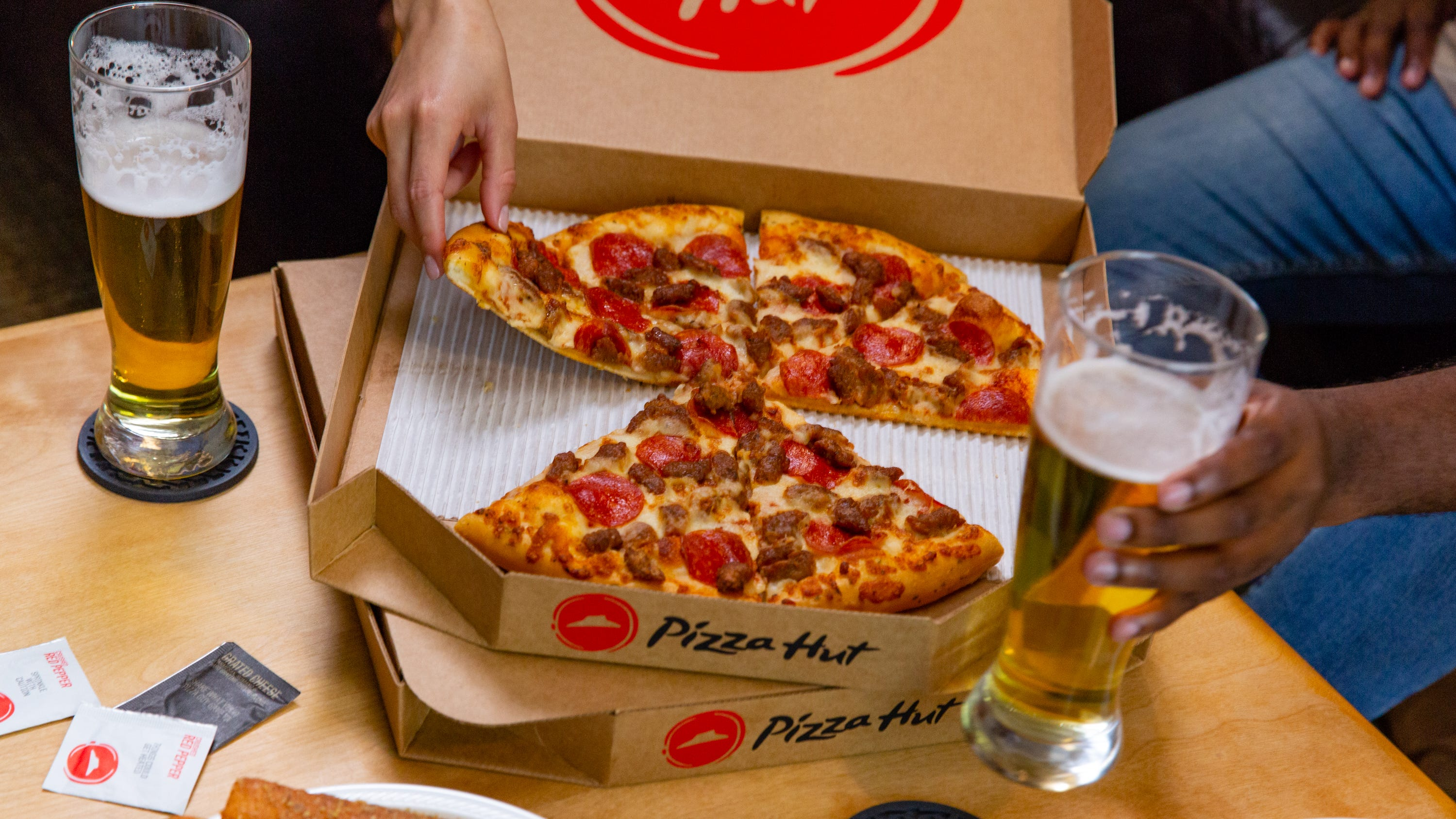 Pizza Hut Beer Delivery Expands To 5 More States 300 Restaurants