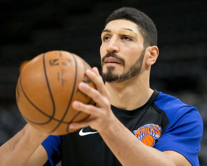 Knicks center Enes Kanter (00) warms up prior to a game against the Jazz.