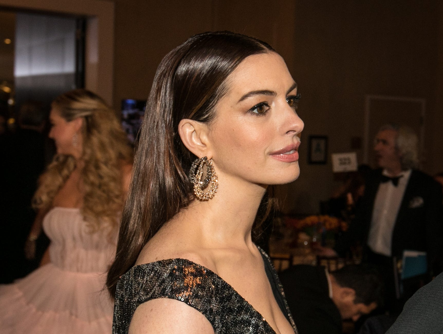 """Ocean's 8"" star Anne Hathaway has a moment alone before the telecast starts."