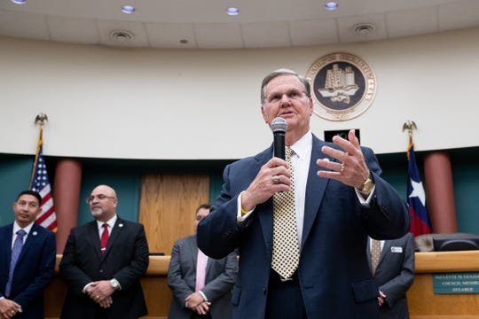 Mayor Joe McComb speaks after adjourning the last meeting of the outgoing City Council before the new council is sworn in at City Hall on Tuesday, Jan. 8, 2019.
