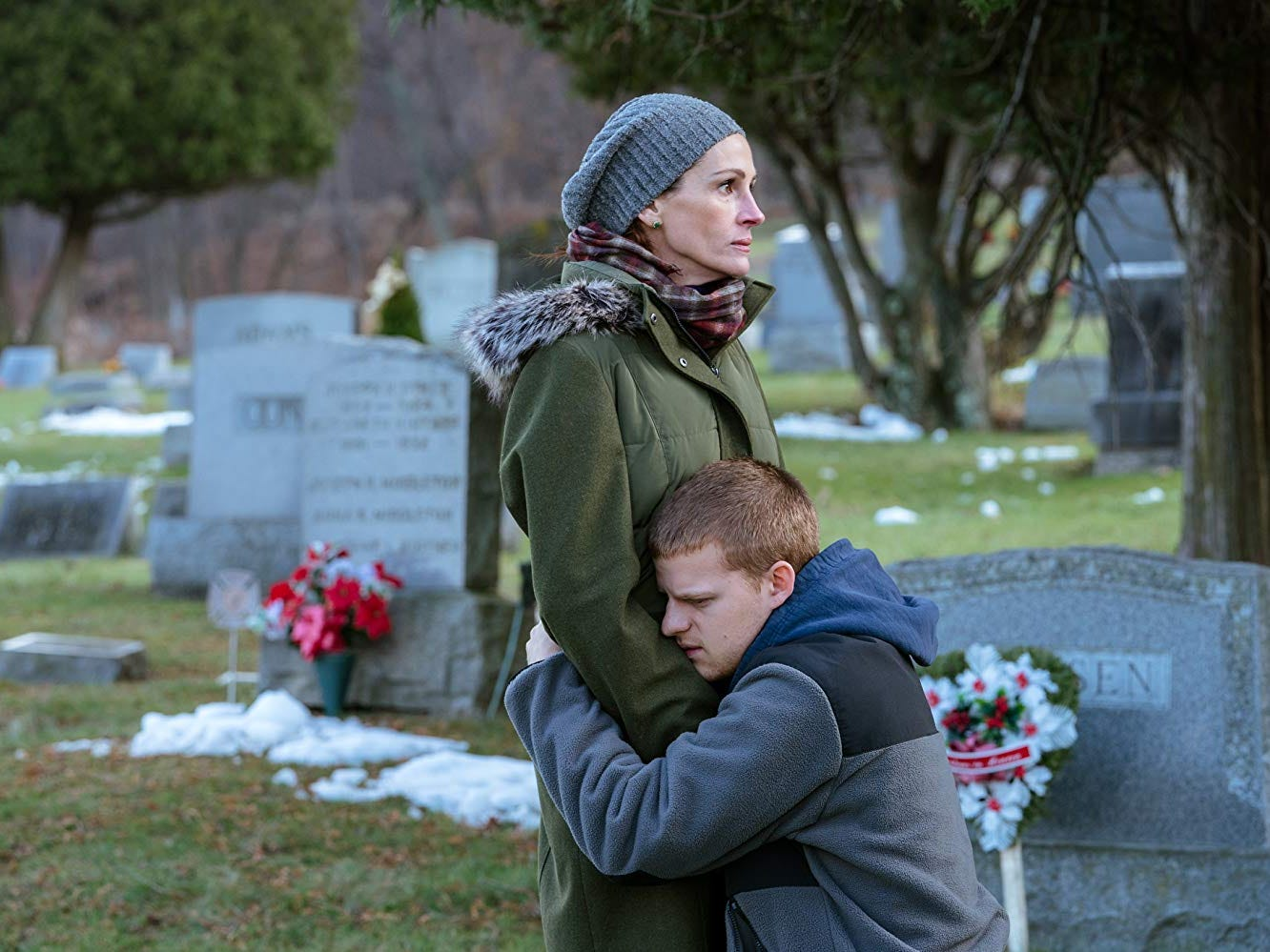 Review: 'Ben is Back' rings emotionally false