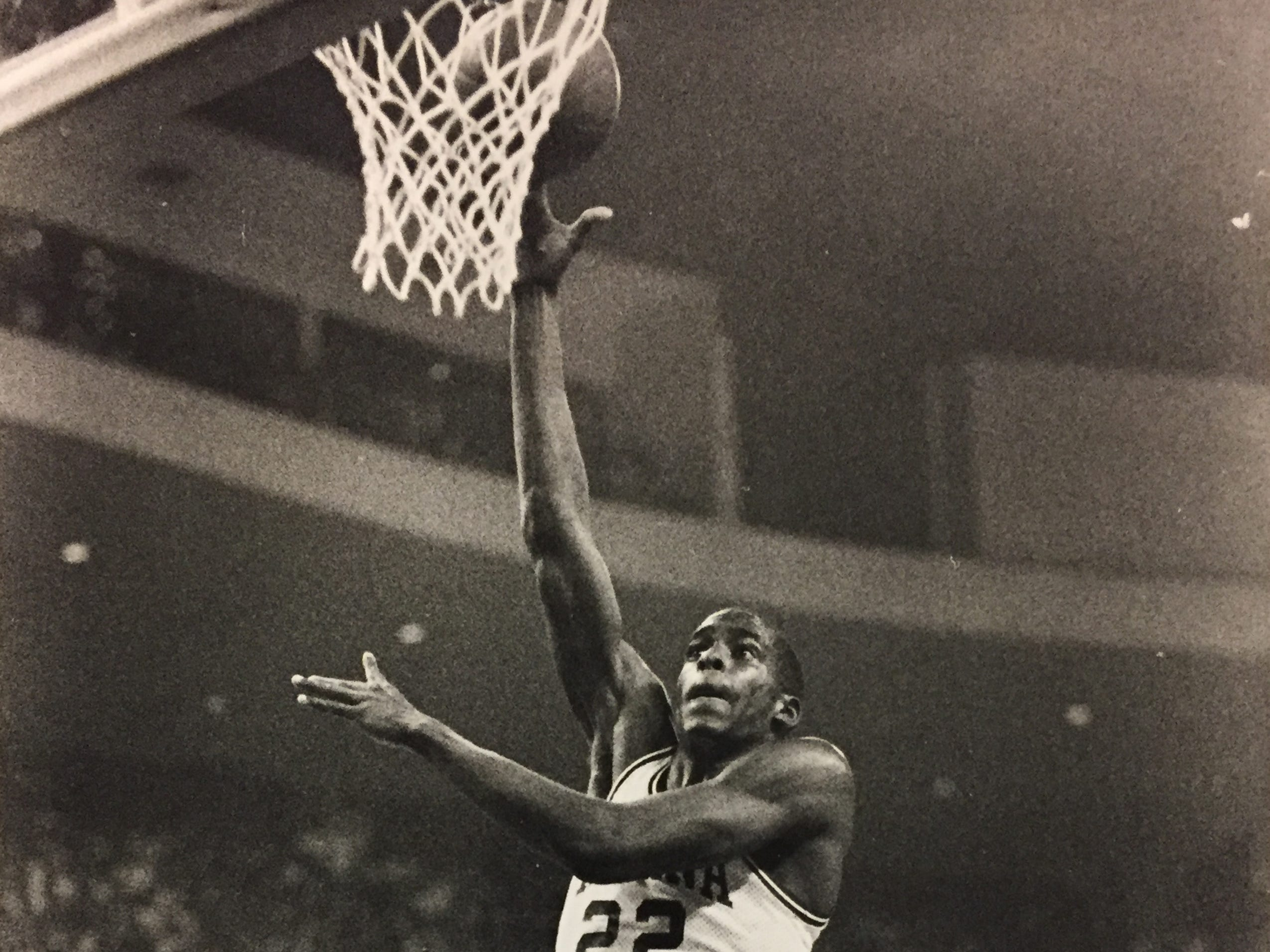Dean Garrett (22) goes up for a shot against LSU on March 22, 1987 in the NCAA tournament.