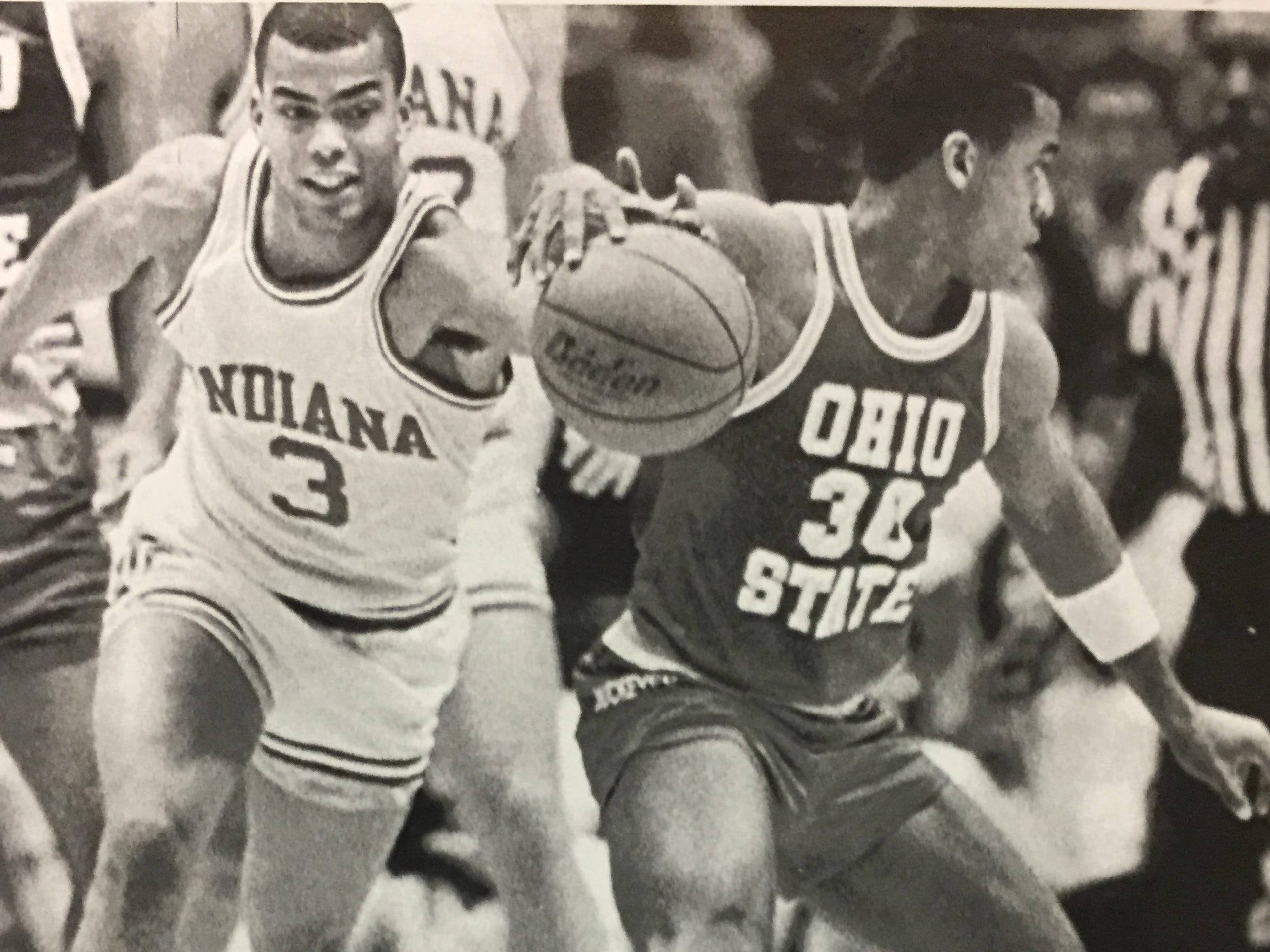 Jay Edwards moves in to steal the ball from Ohio State's Jamaal Brown on Jan. 4, 1989.