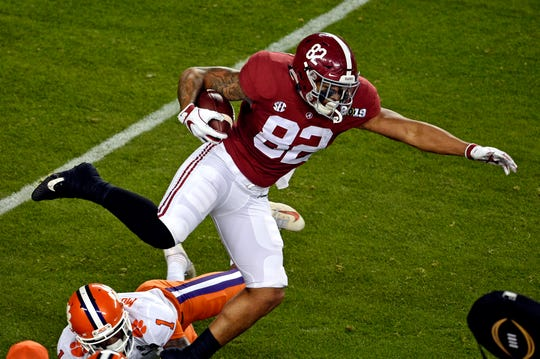 Jan 7, 2019; Santa Clara, CA, USA; Alabama Crimson Tide tight end Irv Smith Jr. (82) runs the ball during the first quarter against the Clemson Tigersduring the 2019 College Football Playoff Championship game at Levi's Stadium. Mandatory Credit: Kelvin Kuo-USA TODAY Sports