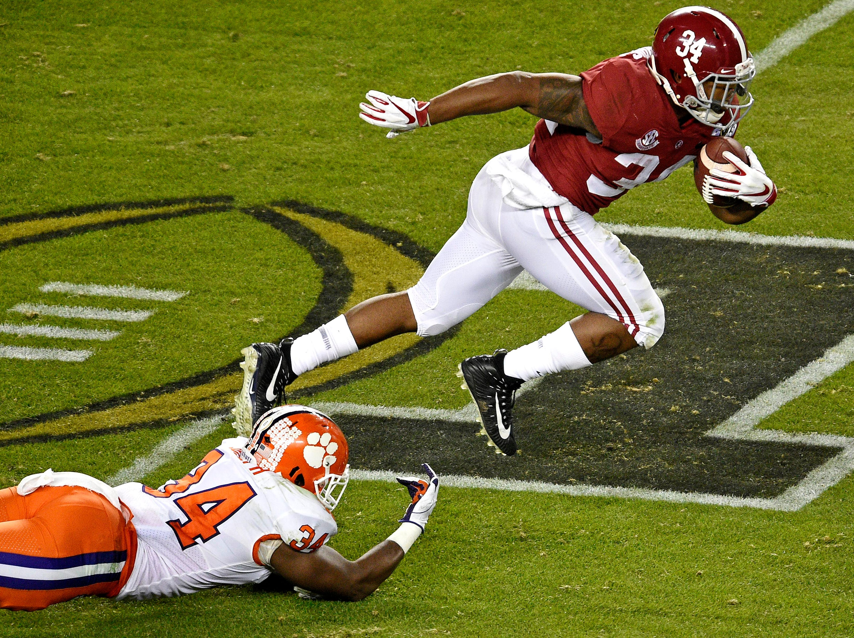 Jan 7, 2019; Santa Clara, CA, USA; Alabama Crimson Tide running back Damien Harris (34) runs the ball against Clemson Tigers linebacker Kendall Joseph (34) during the third quarter during the 2019 College Football Playoff Championship game at Levi's Stadium. Mandatory Credit: Kelvin Kuo-USA TODAY Sports