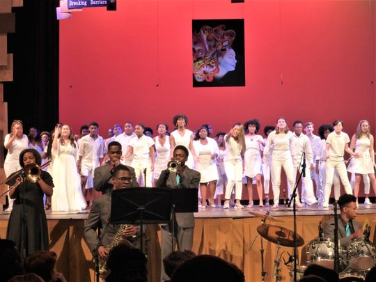 BTW students on stage for the finale at the 2018 Showcase.