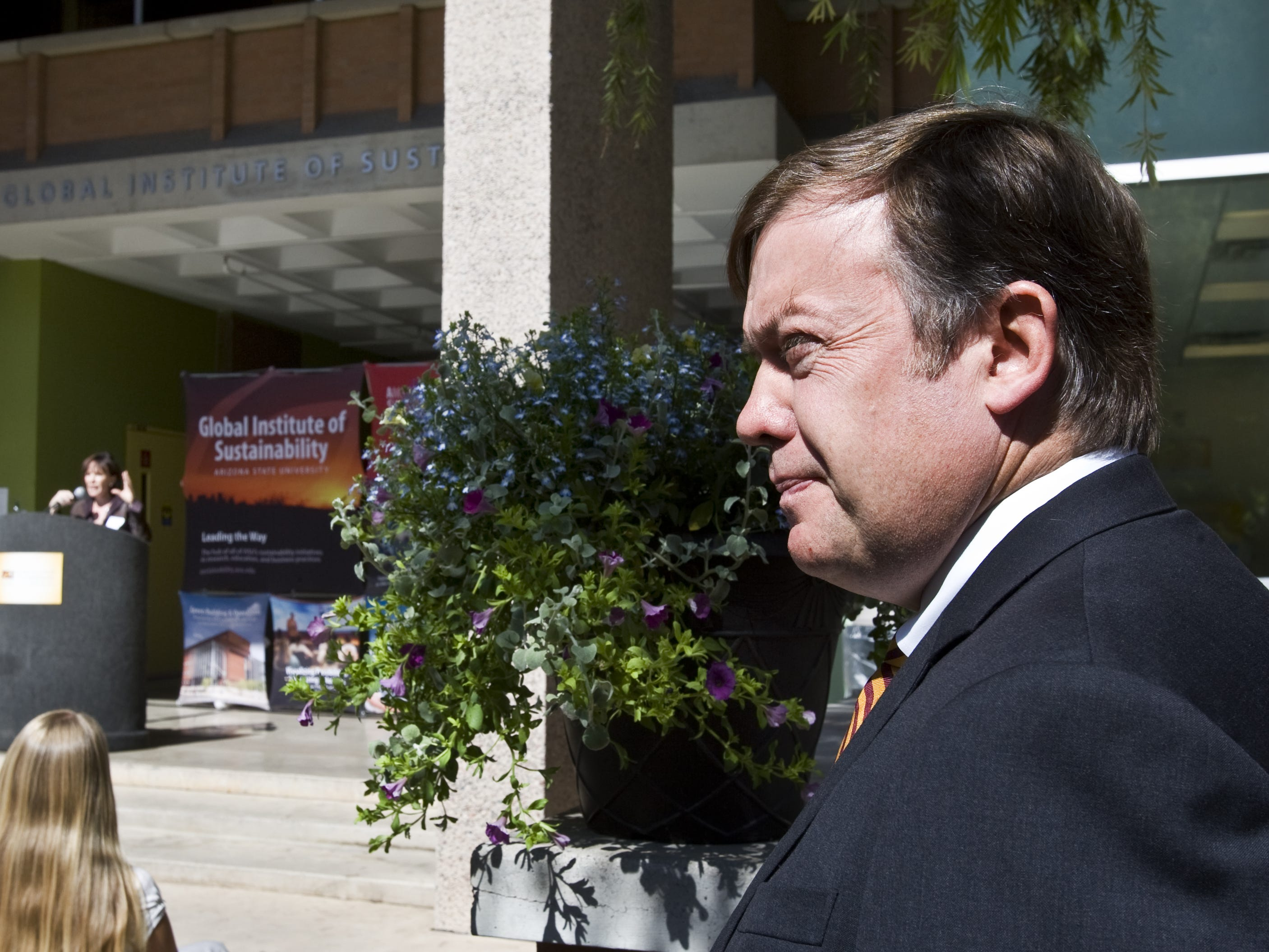 ASU President Michael Crow (right) and speaker Julie Ann Wrigley celebrate the 2008 grand opening of ASU's newly remodeled Global Institute of Sustainability, named for Wrigley.