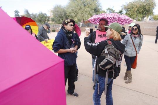 Miembros de Patriot Movement durante una protesta celebrada en diciembre pasado, en la Plaza West Bolin en el centro de Phoenix.