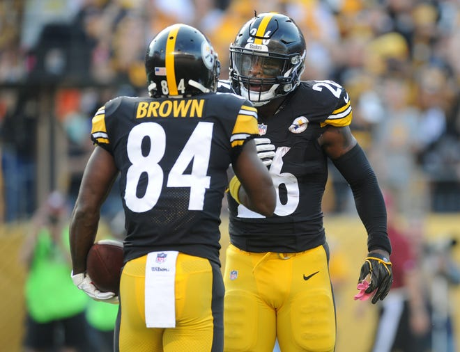 Pittsburgh Steelers running back Le'Veon Bell (26) greets wide receiver Antonio Brown (84).