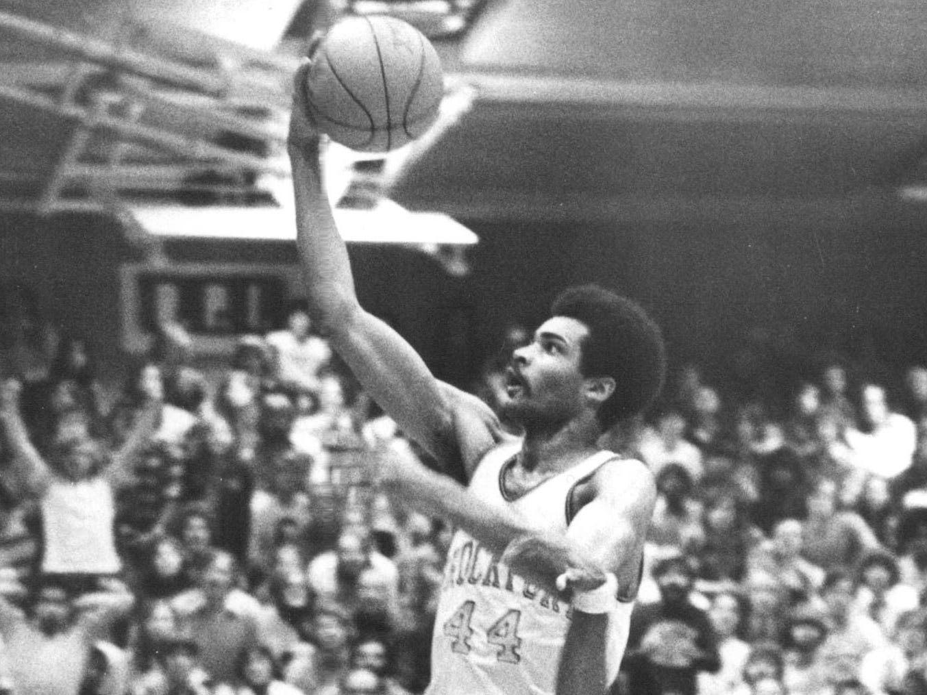 Monroe 'Pops' McTaw, 67, was city basketball legend, a 'gentle giant'
