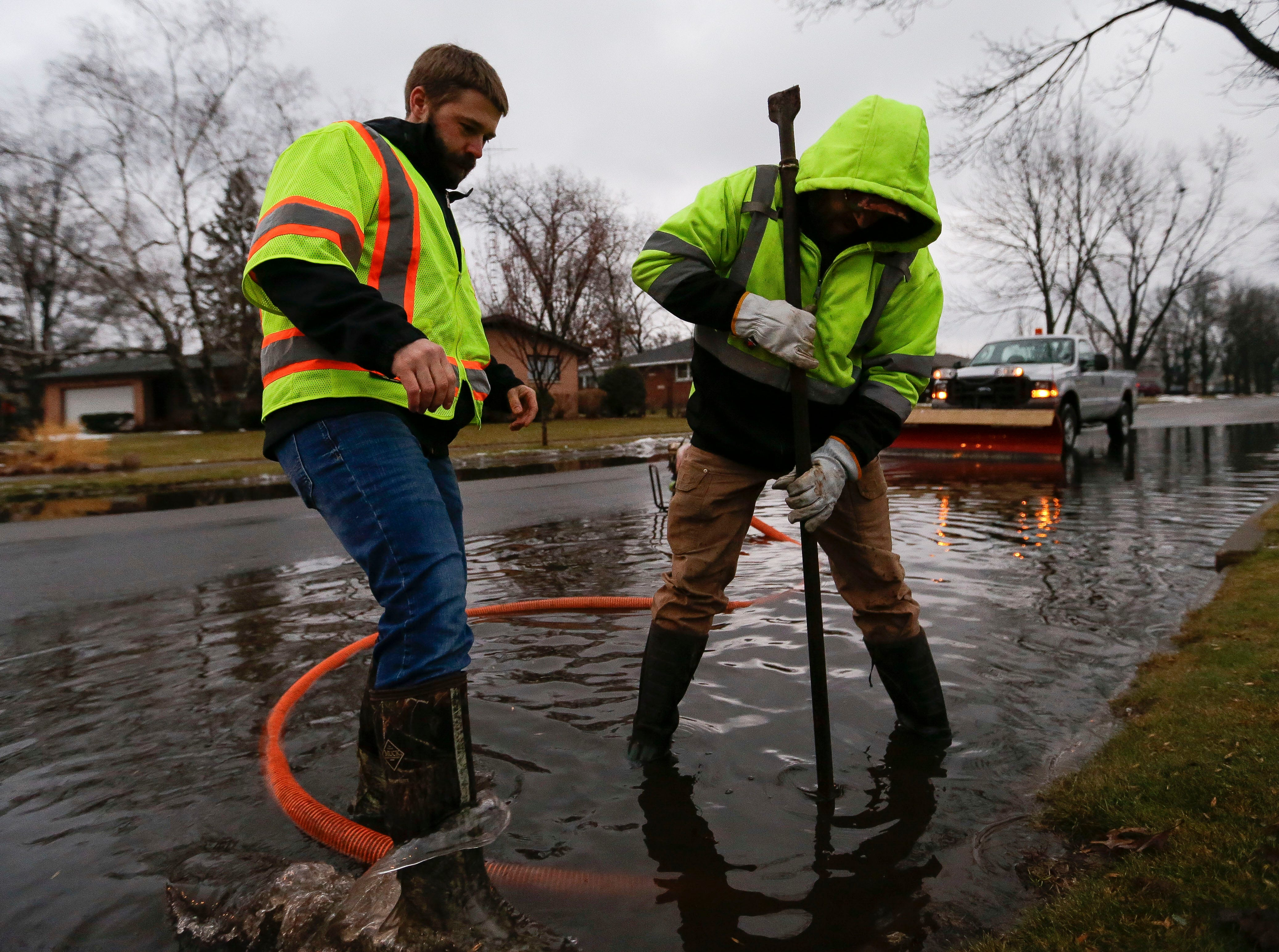 Stevens Point utilities workers Eric Southworth and Dan Woitczak remove a drain grate on Monday, January 7, 2019, at the intersection of Jordan Lane and Indiana Avenue in Stevens Point, Wis.Tork Mason/USA TODAY NETWORK-Wisconsin