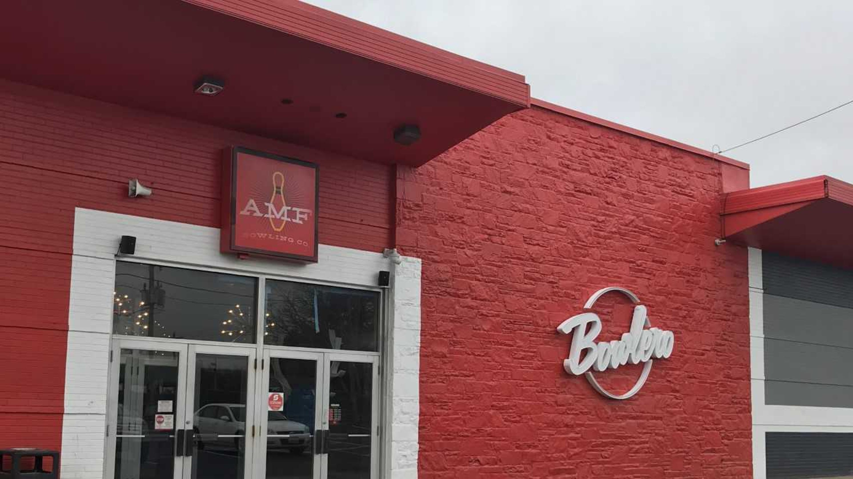 Wilmington bowling alley's bar area closed due to sewage backup