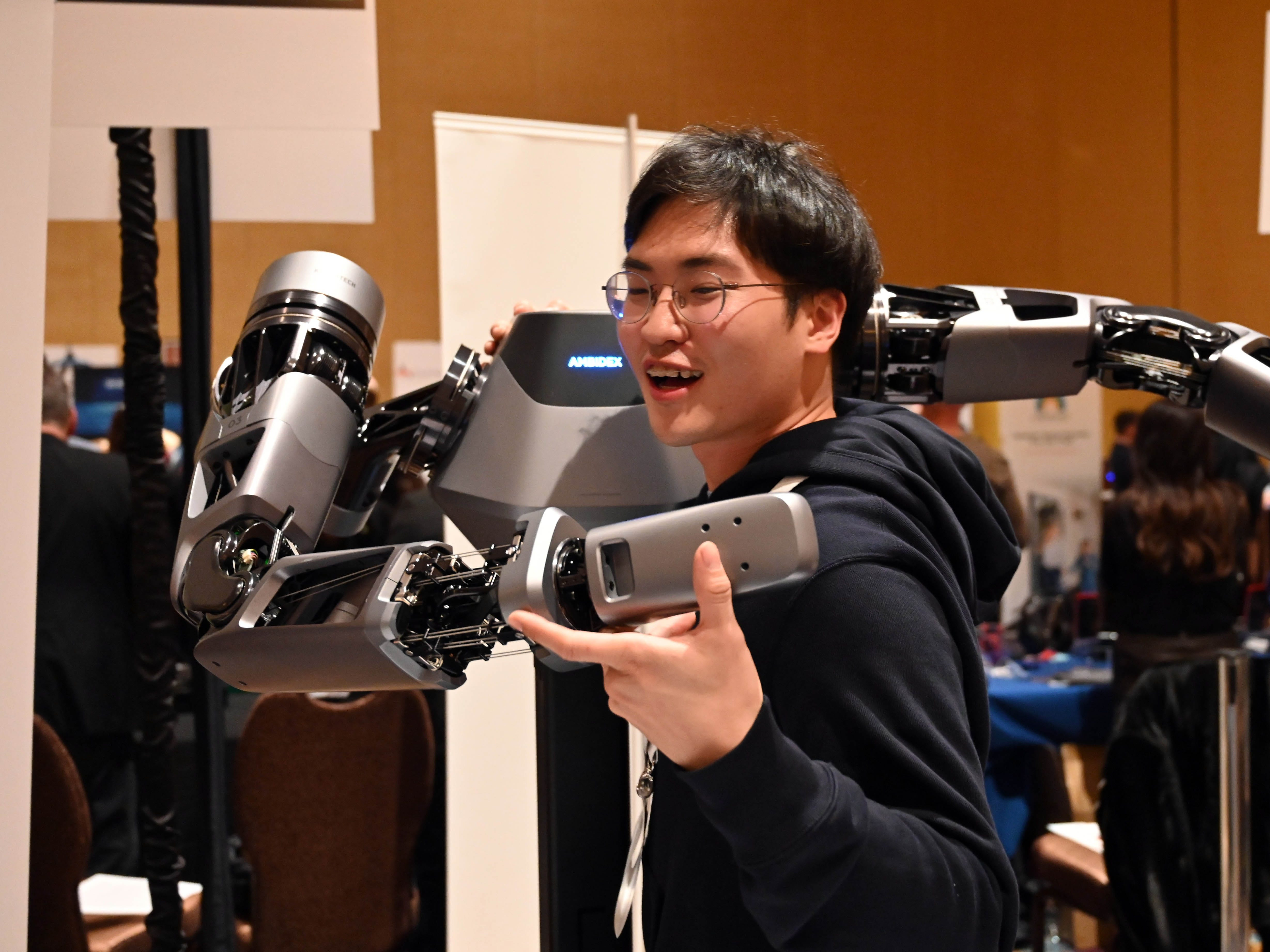 Choongin Lee of Naver Labs demonstrates the robot called Ambidex.