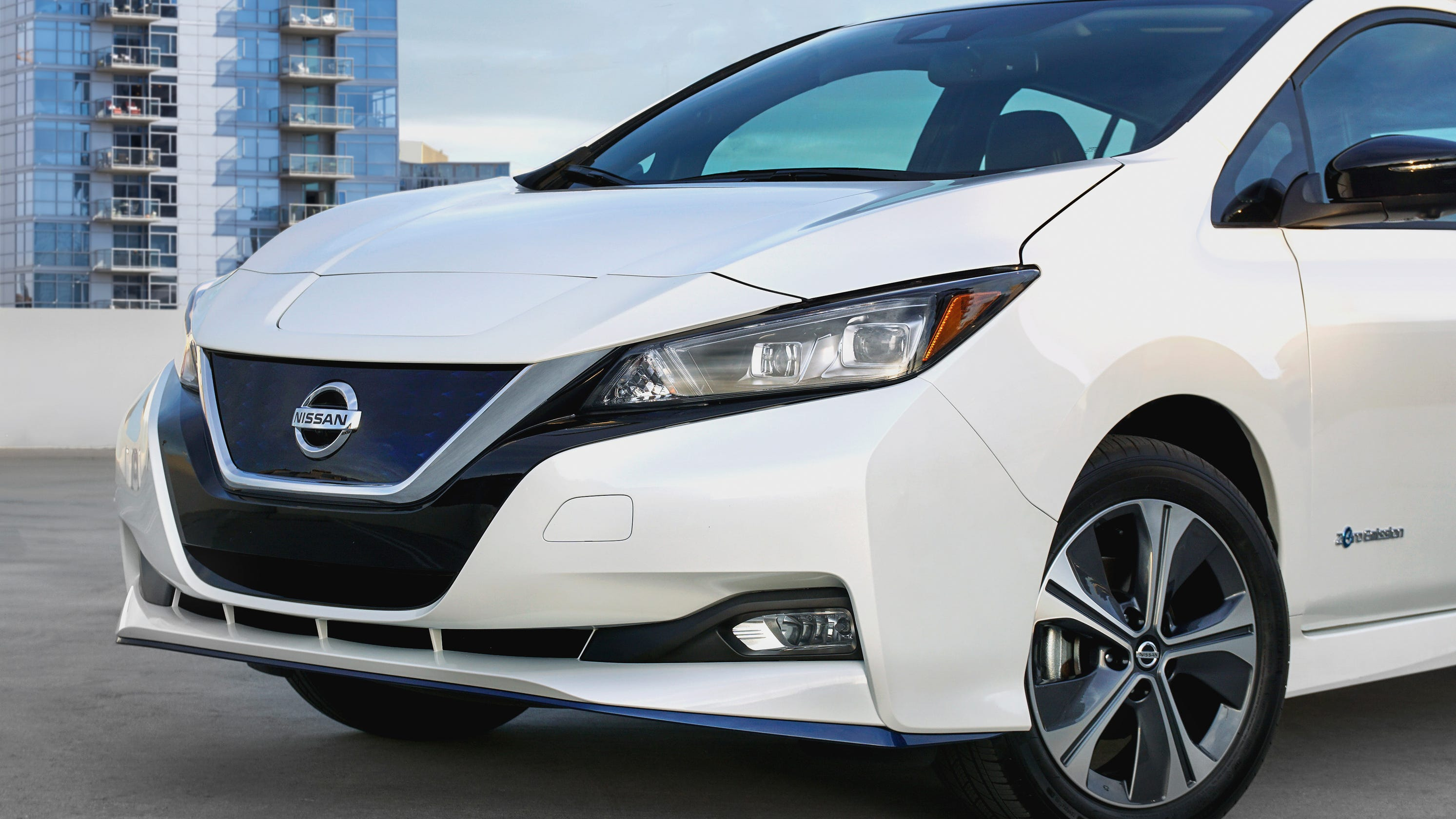 Nissan Leaf Electric Car Gets Longer Range 40 Boost To Battery For E