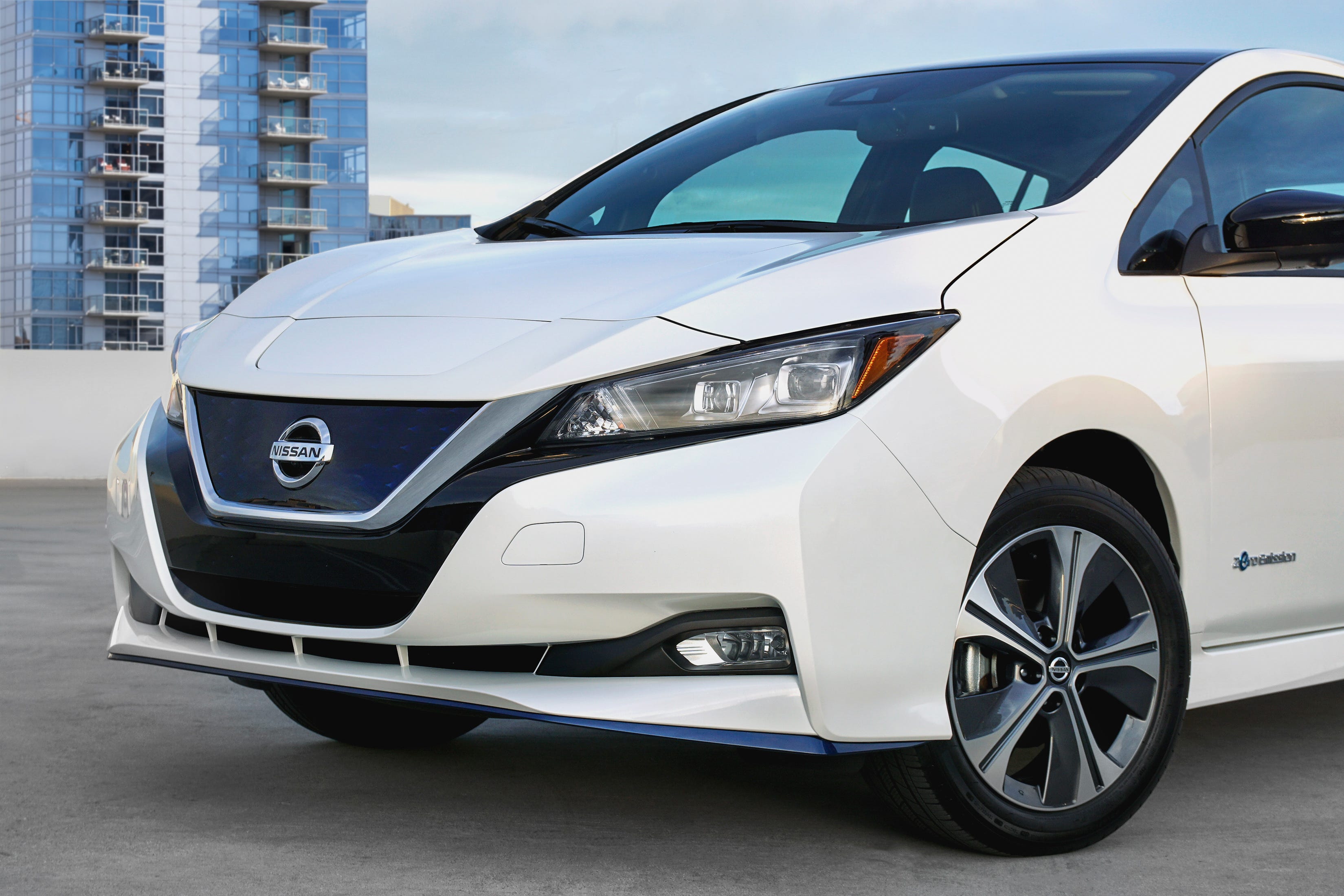 nissan leaf e plus electric car gets big battery boost at ces 2019
