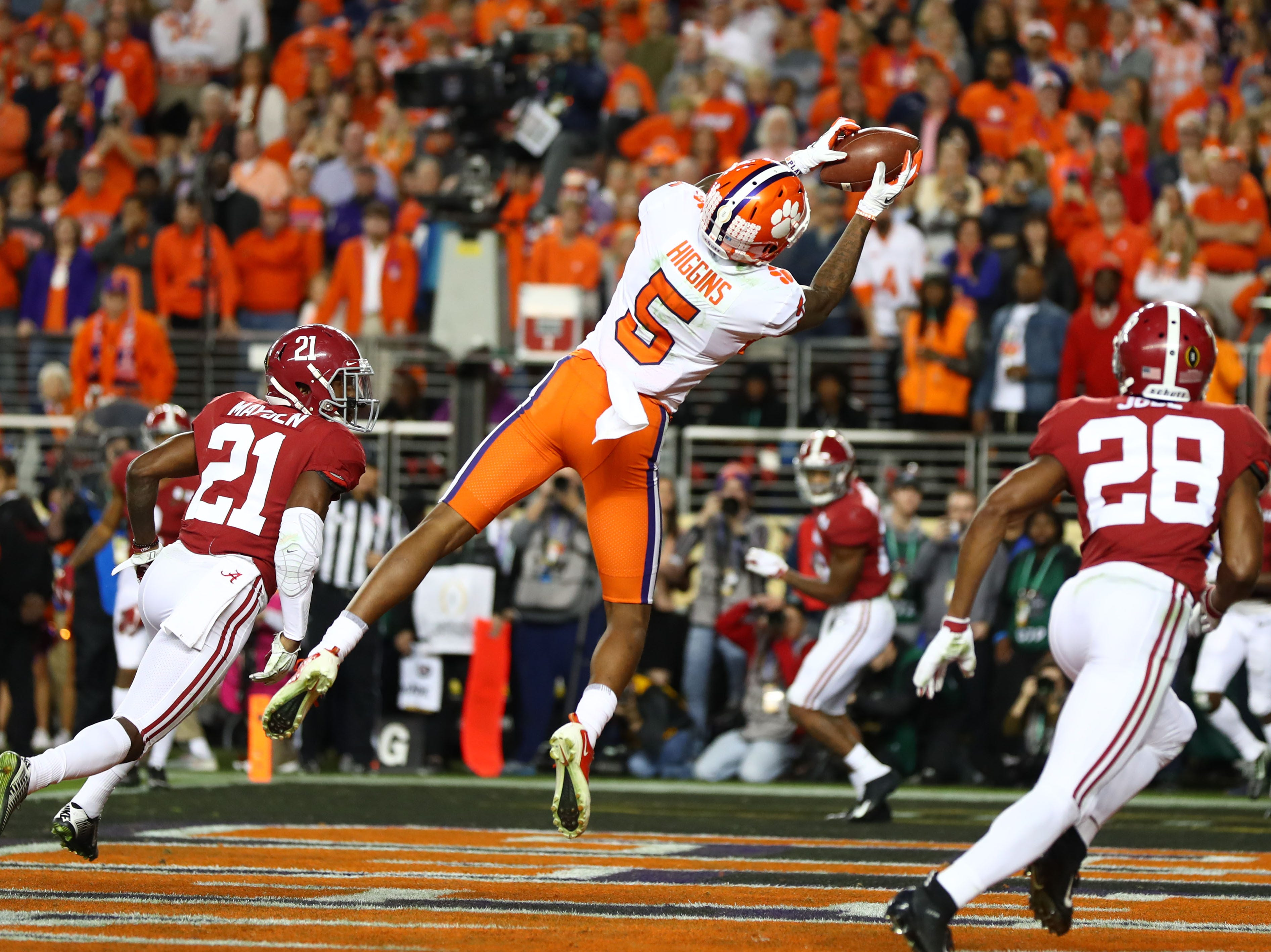 Clemson receiver Tee Higgins catches a touchdown pass in the third quarter.