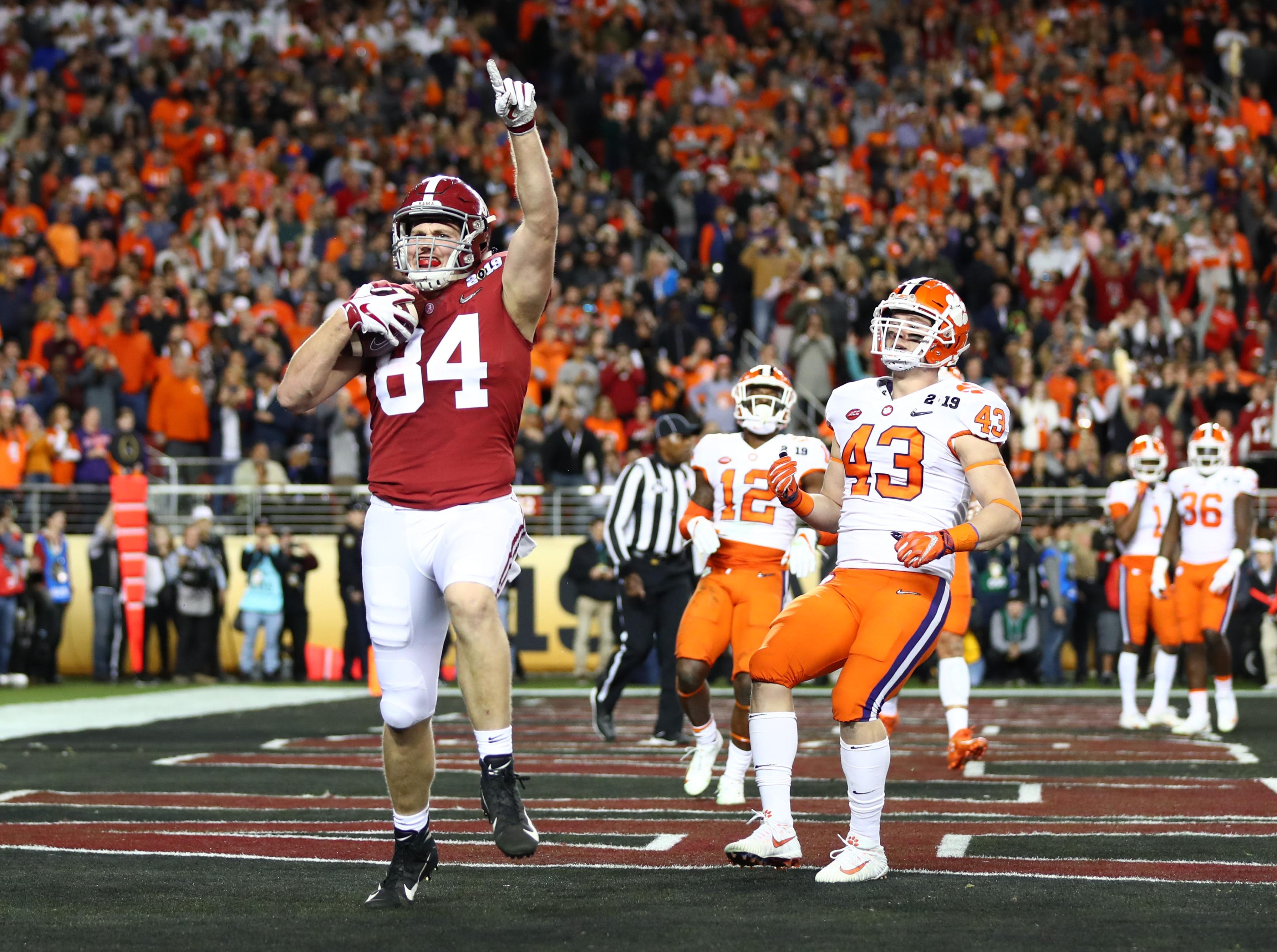Alabama tight end Hale Hentges celebrates after catching a touchdown in the first quarter.