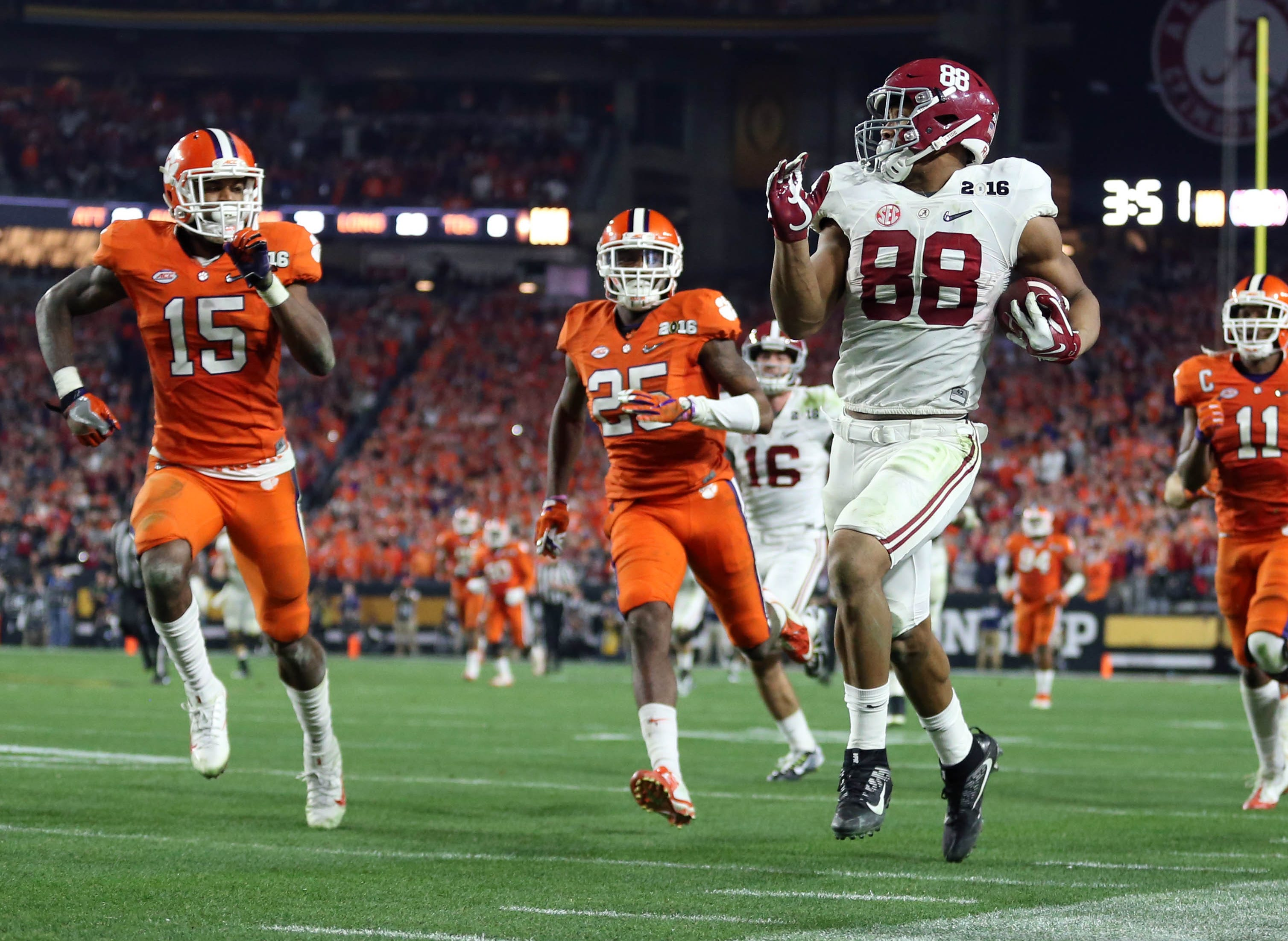 Alabama tight end O.J. Howard runs after a catch against Clemson in the College Football Playoff championship game during the 2015 season.
