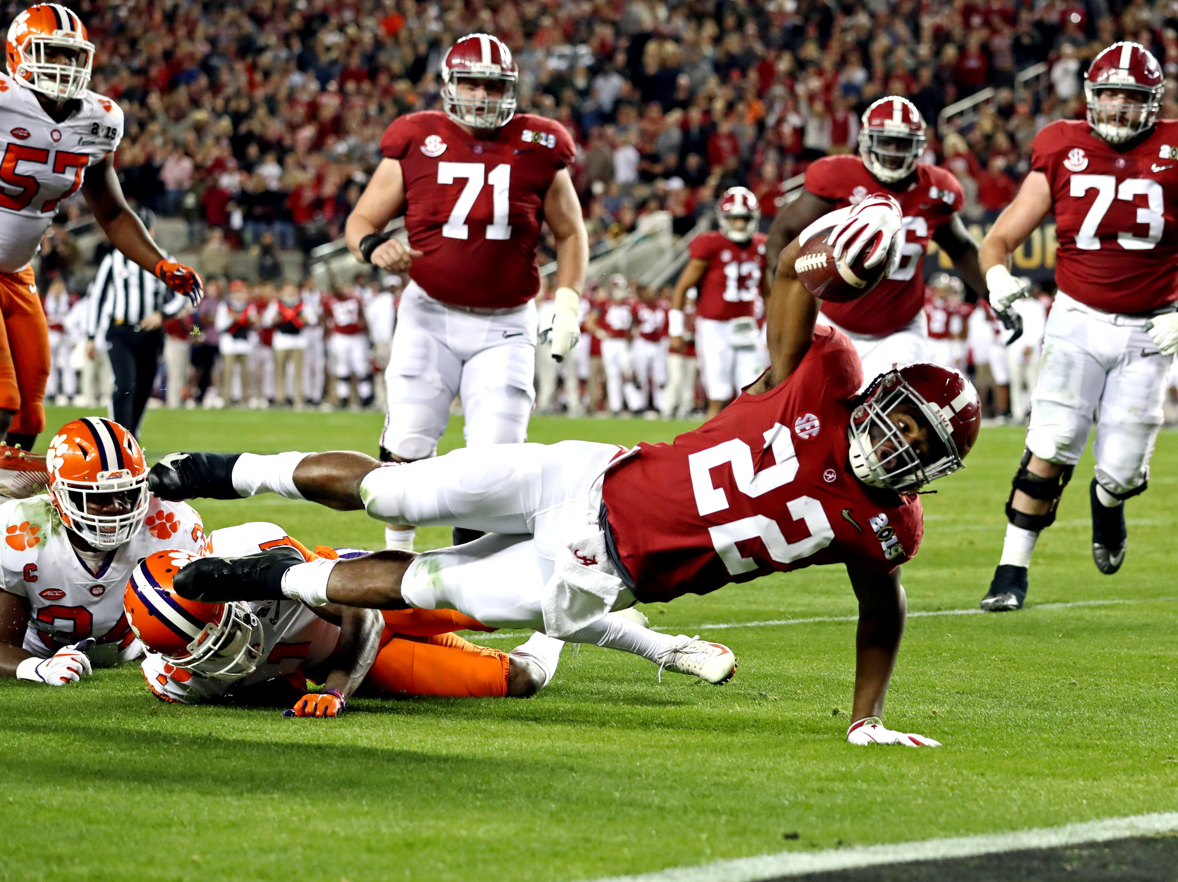 Alabama running back Najee Harris comes up short of the end zone in the first quarter.