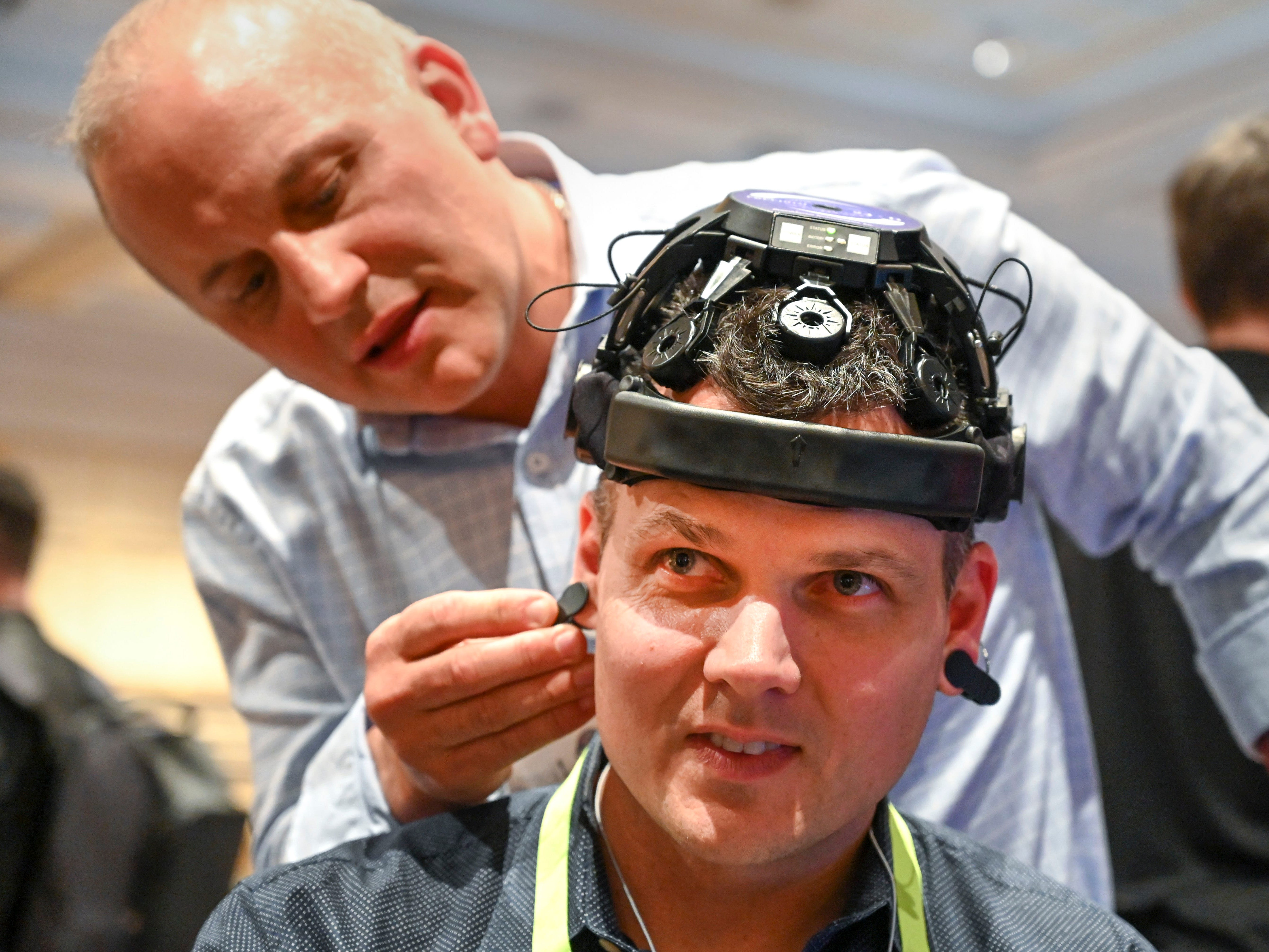 Mark Spoonauer has a brain scan performed by Dr. Mark Debrincat at the eSmartr.  eSmartr was demonstrating their eSmartr Sleev that tests their cognitive boost technology.
