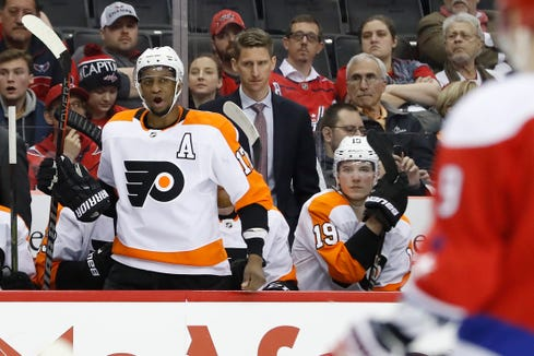 Wayne Simmonds got tossed from the game late in the third period of the Flyers' eighth straight loss.