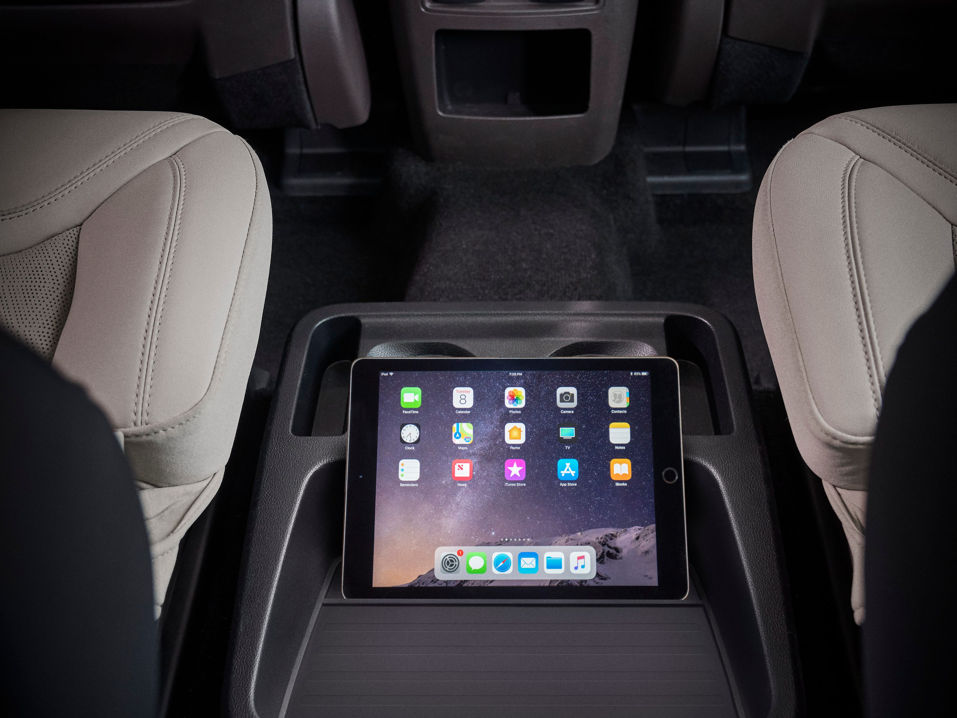 Passengers in all three rows can utilize FordPass Connect, a standard feature that serves up 4G LTE Wi-Fi for up to 10 mobile devices with a compatible wireless subscription service.