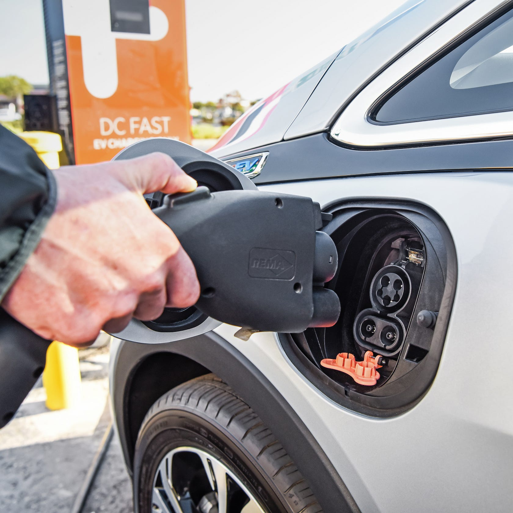 Opinion: Don't extend electric vehicle tax credit