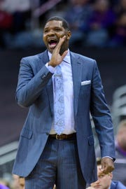 University of Evansville Head Coach Walter McCarty yells out to his team during the first half against the Loyola Ramblers at Ford Center in Evansville, Ind., Tuesday, Jan. 8, 2019.
