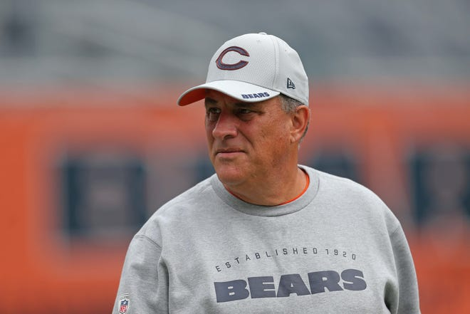 According to sources, the Denver Broncos are going to hire Chicago defensive coordinator Vic Fangio as its new head coach.