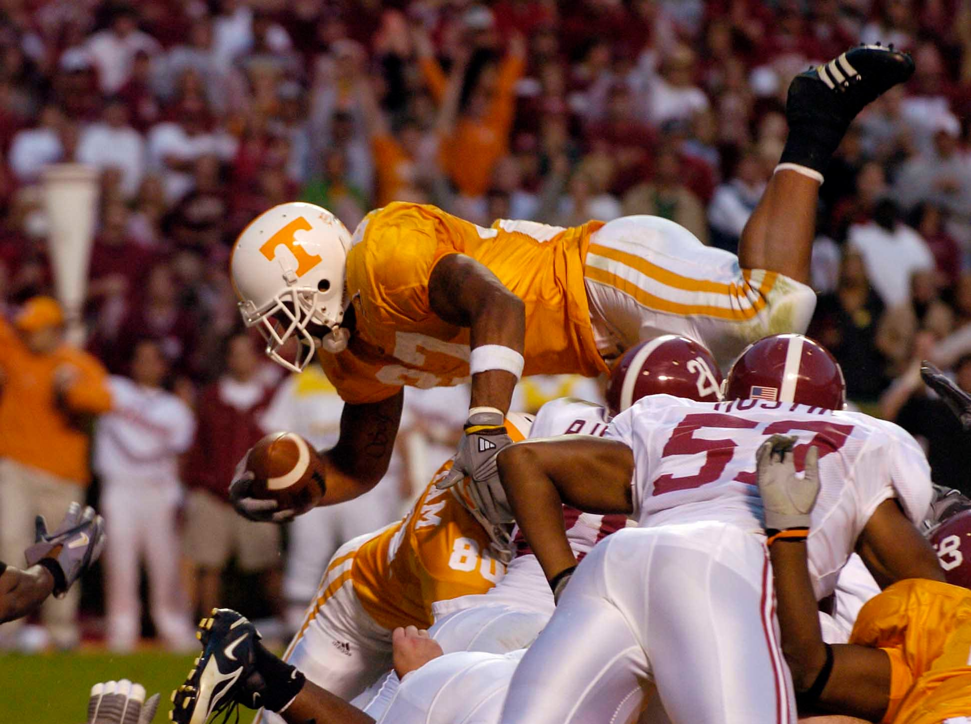 Tennessee's Arian Foster (27) dives over the goal line for the winning touchdown against Alabama Saturday, Oct. 21,2006 in Neyland Stadium.