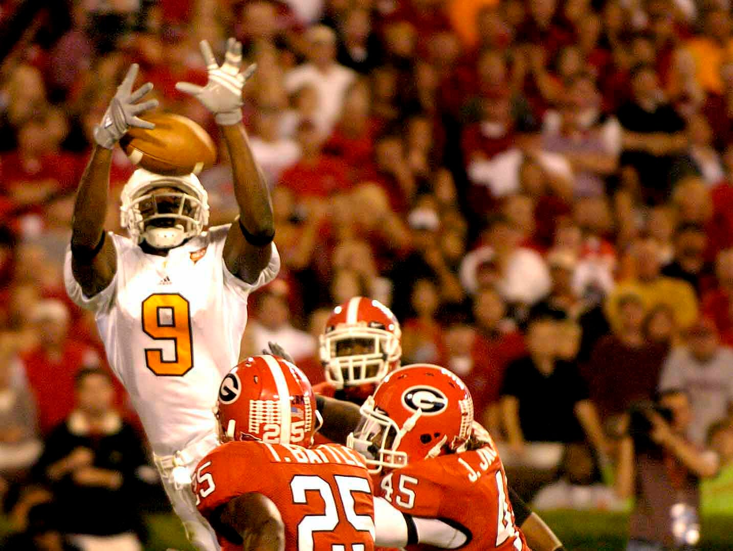 Tennessee wide receiver Bret Smith catches a pass for Tennessee's first touchdown between Georgia defenders Jarvis Jackson (45) and Tra Battle (25) Saturday, Oct. 7, 2006 in Athens, Ga.