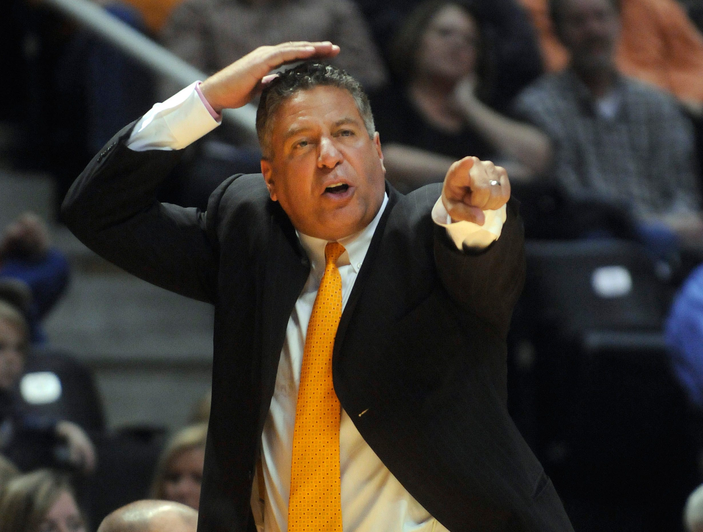 Tennessee head coach Bruce Pearl calls out a play against College of Charleston in the second half of an NCAA college basketball game in Knoxville, Tenn., Friday, Nov.  27, 2009.